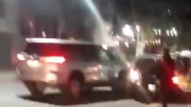 Photo of Mujer destroza el BMW de su marido tras encontrarlo con otra