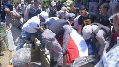 Photo of Policías lloran por la muerte del cabo Cristopher Turbí Ruiz