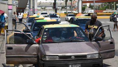 Photo of Pasajeros sufren las consecuencias de un transporte público deficiente