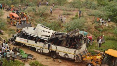 Photo of Al menos 29 personas mueren al caer un autobús en un canal en India