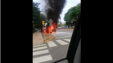Photo of Se incendia vehículo en alrededores de Plaza de la Cultura