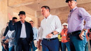Photo of Danilo Medina supervisa construcción de La Nueva Victoria