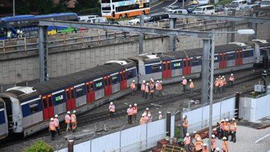 Photo of Se desata el caos en Hong Kong al descarrilarse un tren del metro durante la hora pico