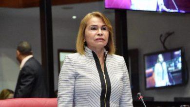 Photo of Video viral muestra a senadora Sonia Mateo golpear el piso con correa durante actividad