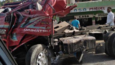 Photo of Varias personas heridas tras choque entre camión y minibús en Samaná