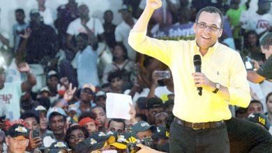 Photo of Navarro ofrece candidatura vicepresidencial a Gonzalo Castillo o Domínguez Brito
