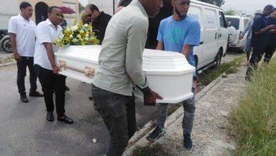 Photo of Familiares afirman joven fue asesinada a golpes por su pareja
