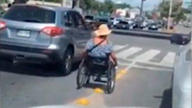 Photo of Liberan pedigüeña con discapacidad que agredía a conductores y le ofrecen enseñarle un oficio