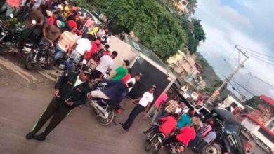 Photo of Al menos seis heridos y un camión saqueado durante accidente en Samaná