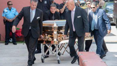 Photo of Admiradores dan último adiós a su ídolo