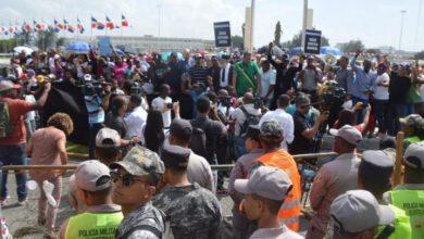 Photo of Seguidores de Leonel protestan frente a JCE por resultados de las primarias
