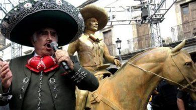 Photo of «Le faltaron algunos detallitos»: El cantante mexicano Vicente Fernández devela una estatua en su honor y las redes no perdonan el escaso parecido