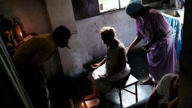 Photo of Hierbas y «cirugías espirituales», remedios desesperados de enfermos venezolanos