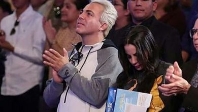 Photo of Cristian Castro reaparece con nueva novia en iglesia cristiana