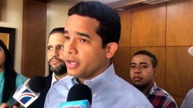Photo of Omar Fernández acude a la Junta a depositar documentos de su candidatura a diputado