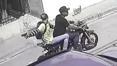 Photo of Cámara de seguridad capta momento en que delincuentes asaltan hombre