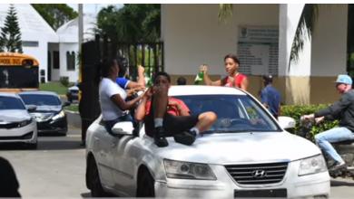 Photo of Bebidas alcohólicas y música urbana a todo volumen en el sepelio de jovencita asesinada en Brisa del Este