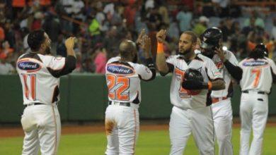 Photo of Toros vencen a Tigres y acarician playoffs