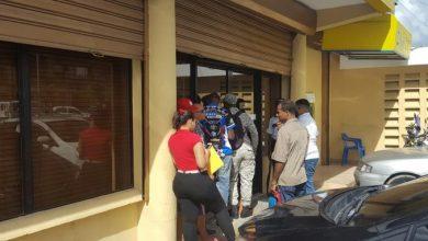Photo of Ciudadanos «rompen filas» en los bancos al enterarse de extensión del plazo para el Marbete