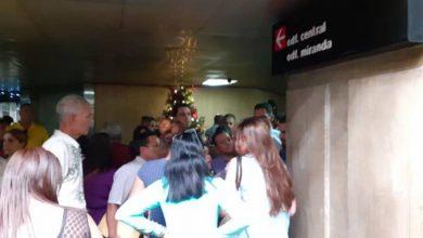 Photo of Largas filas, pagar más de 250 dólares y desinformación: el panorama de venezolanos que piden visa a RD
