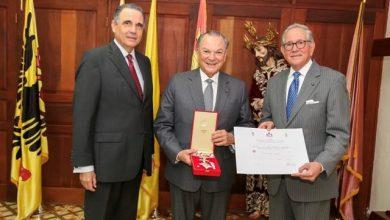 Photo of Condecoran al Embajador Frank Rainieri con la Gran Cruz Oficial de la Orden Pro Merito Melitensi