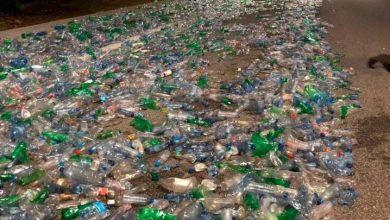 Photo of Tramo del Mirador Sur amaneció forrado de botellas plásticas