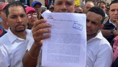 Photo of Familia Rosario vuelve a sucursal Banco de Reservas en la Churchill para exigir supuesta herencia
