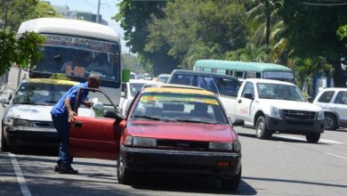 Photo of Denuncian discriminan chinos que usan transporte público en RD
