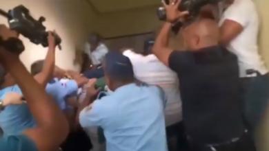 Photo of Familiares de mujer recibió disparos frente a universidad propinan golpiza a acusado del hecho