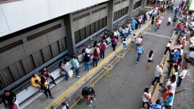 Photo of Extensas filas para cobrar en la Junta Electoral de Santiago; empiezan el pago