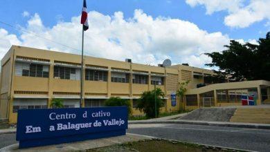 Photo of Hieren de dos disparos a policía escolar durante asalto en Escuela Emma Balaguer