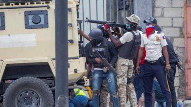 Photo of Policías y militares de Haití convierten la capital en una zona de guerra