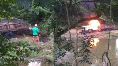 Photo of Comunidad de La Vega quema camión que sacaba arena de río Camú