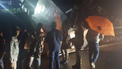 Photo of Dos heridos tras accidentarse camión con valijas JCE en Samaná