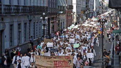Photo of Miles de jóvenes claman por seguridad en México tras asesinato de estudiantes