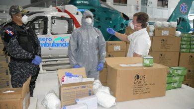 Photo of Gonzalo Castillo dona a la Policía Nacional 15,500 mascarillas, 120,000 guantes y 80 trajes de bioseguridad