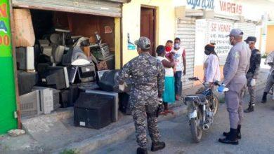 Photo of Comerciantes trataron de romper aislamiento social, les cierran negocios y los apresan