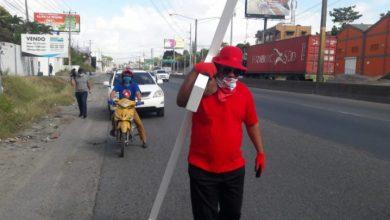 Photo of Detienen a otro «peregrino» que marchaba con cruz hacia el Congreso Nacional