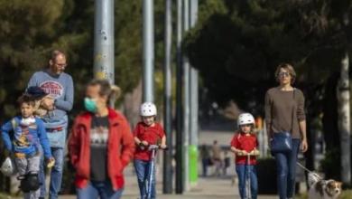 Photo of España permite salir a niños tras seis semanas de encierro