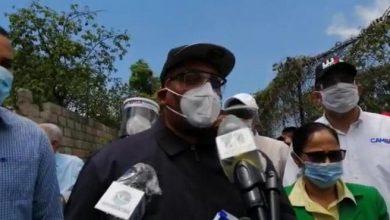 Photo of Alcalde de Santo Domingo Oeste encontró «1,352 botellas» en el cabildo