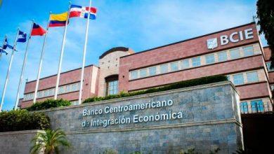 Photo of Banco Centroamericano dona al país 26 mil dosis para hacer pruebas del COVID-19