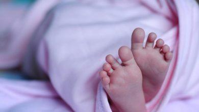 Photo of Hombre encuentra bebé recién nacida en la calle