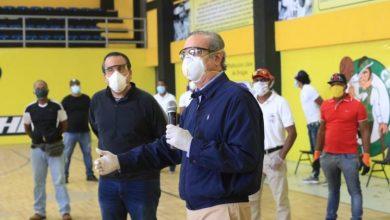 Photo of Luis Abindader entrega bonos para atletas dominicanos