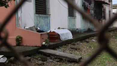 Photo of Dolor en Guayaquil se duplica por la imposibilidad de enterrar a los muerto