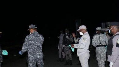 Photo of Agentes han arrestado a más de 30,000 personas en toques de queda
