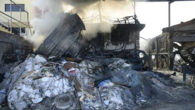 Photo of Varios vehículos quemados por incendio que afecta fábrica de Bayona desde anoche