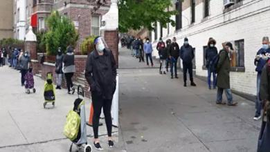 Photo of Dominicanos hacen largas filas en el Alto Manhattan en busca de comida ante crisis por coronavirus