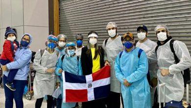Photo of Retornan 20 estudiantes y misioneros dominicanos desde Brasil y Guatemala