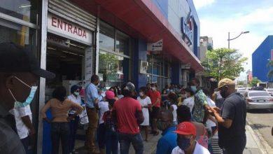 Photo of Largas filas se registran en comercios de Villa Consuelo y la Duarte