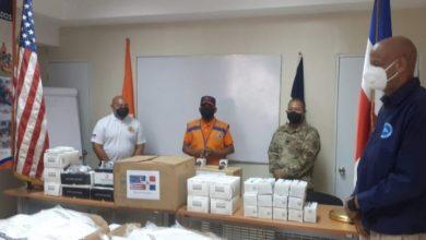 Photo of Embajada de EEUU dona equipo de protección a Defensa Civil de Santiago
